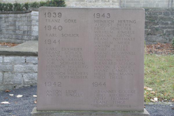 Ehrenmal, Gedenkstein 3