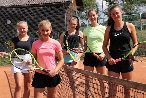 Die U18 Juniorinnen punkten in der Bezirksklasse mit (v.l.) Alea Hecker, Alina Schuster, Lara Dürrfeld, Nena Grothe und Greta Lesch